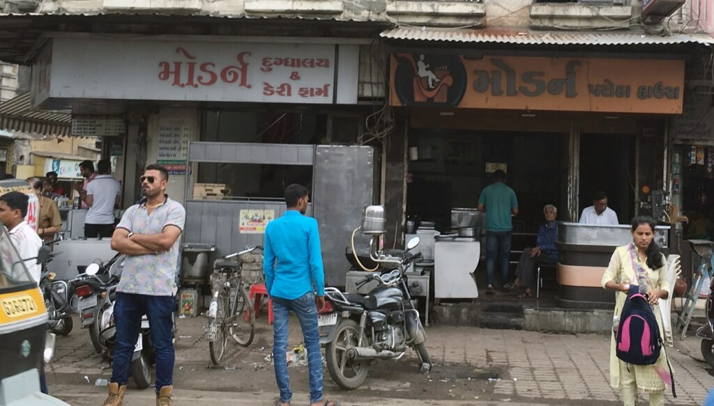 Passed by Junagadh so had to stop to have Modern Lassi. Modern Dairy Farm is a small shop in Kalva Chowk famous for their tasty Lassi. Their taste has been consistent for years.  (Lassi=a sweet or savoury Indian drink made from a yogurt).